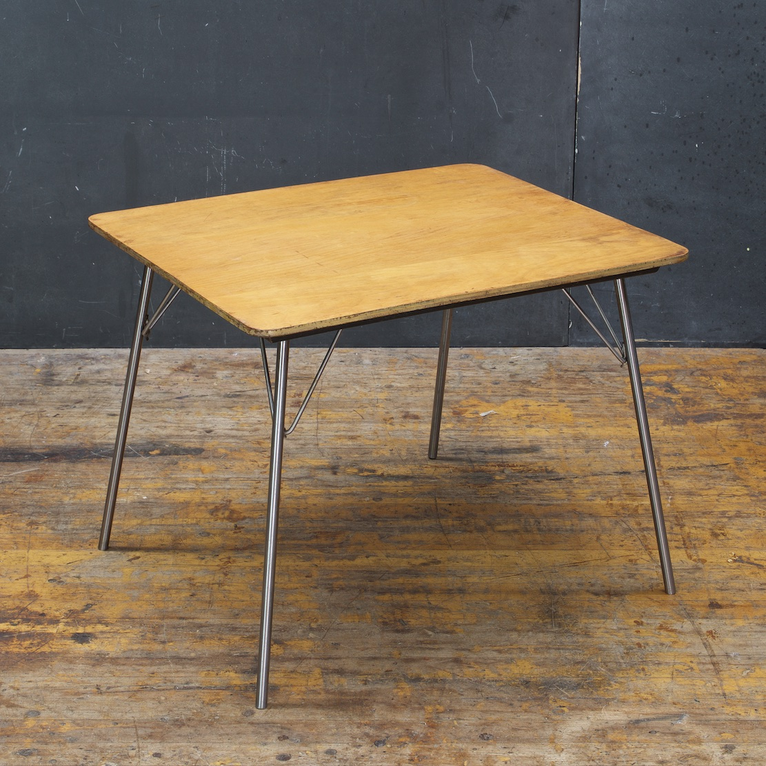 Charles Eames IT 1 Side Table
